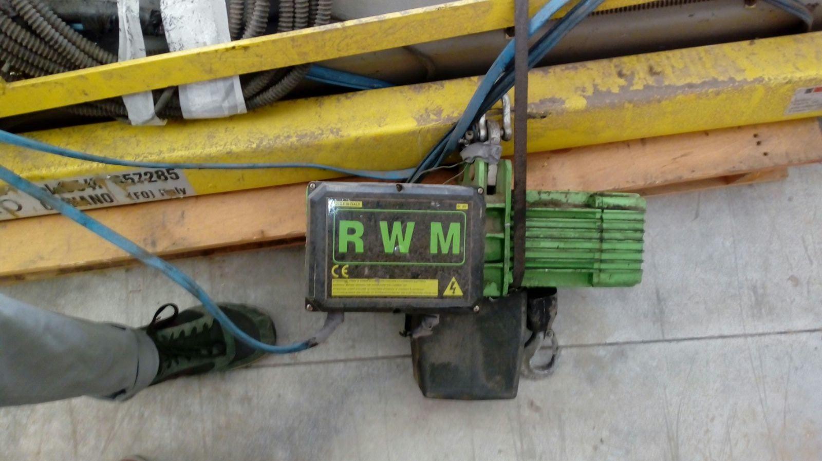 Gru a bandiera elephant con paranco elettrico rwm for Paranco elettrico con supporto a bandiera